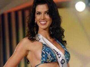 Juceila Bueno durante desfile de moda praia na semifinal realizada no sábado (12) em Angra dos Reis (RJ)