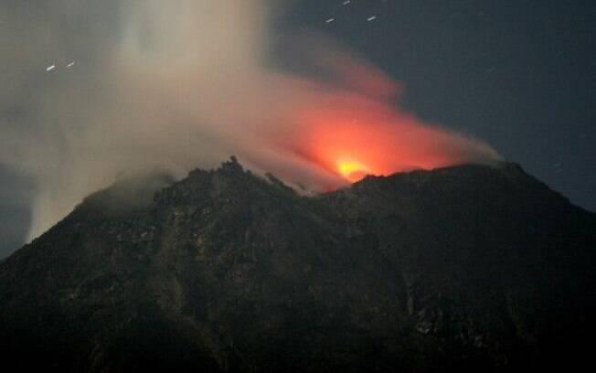 Calcula-se que a Indonésia tenha 120 vulcões ativos, entre eles o monte Merapi