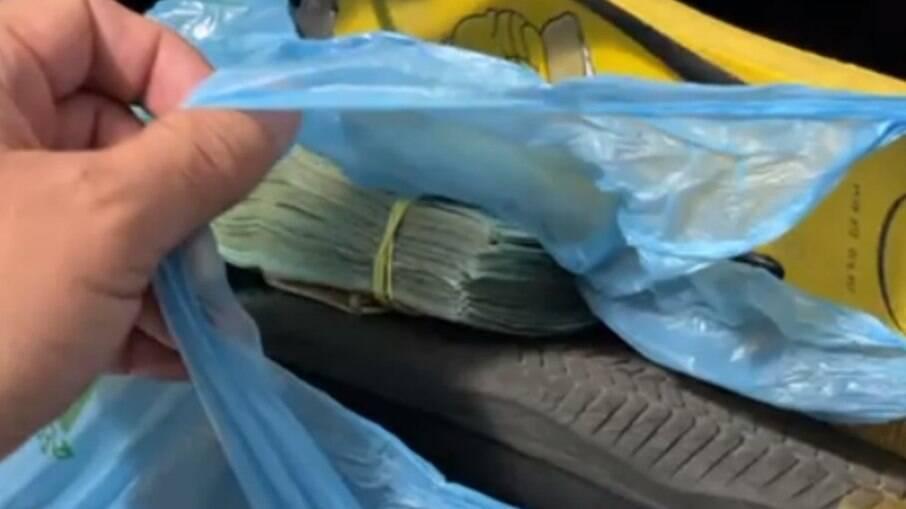 Fotógrafo goiano encontra R$ 25 mil em mala que pegou por engano no desembarque de um avião