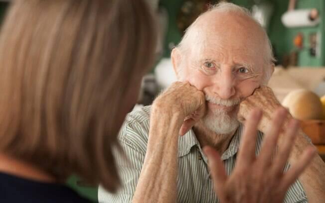 Dificuldade para falar e entender: problemas para articular as palavras; às vezes as pessoas ao redor não conseguem entender claramente o que a outra está falando. Foto: Thinkstock/Getty Images