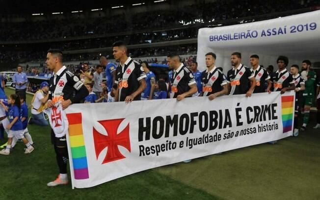 Faixa do Vasco pede respeito e igualdade