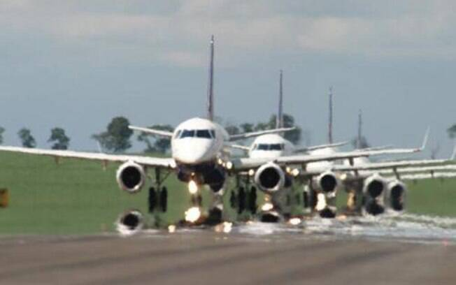 Especialistas em saúde pública dizem que qualquer retomada de viagens traz riscos