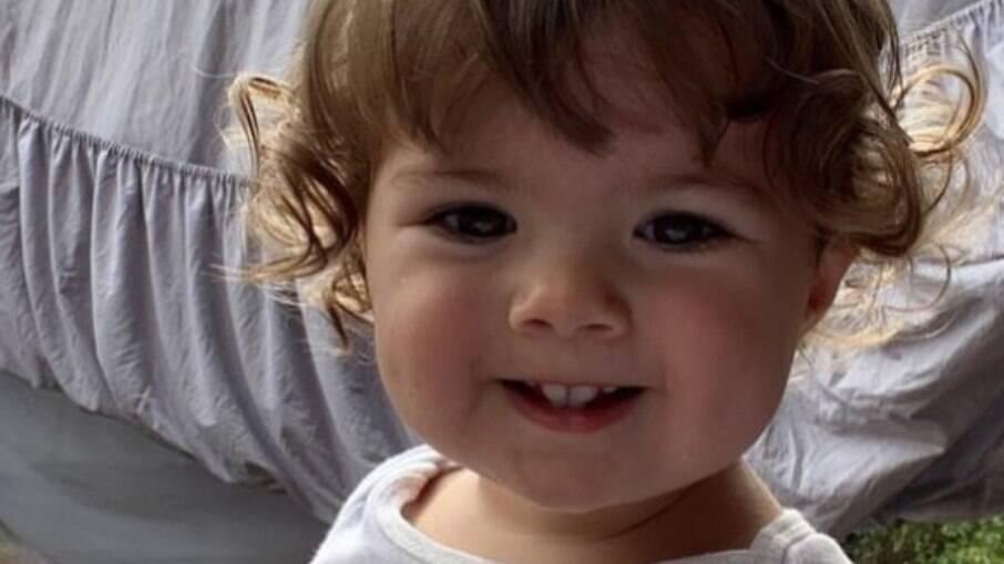 Clara Maria, filha de Tatá Werneck, aparece falando em vídeo