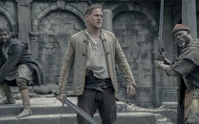 """""""Novo 'Rei Arthur' não acrescenta nada à mitologia"""", diz Charlie Hunnam"""