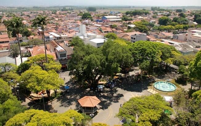 A pequena cidade de Caçapava conta com uma fábrica de chocolate que atrai turistas para uma visita guiada