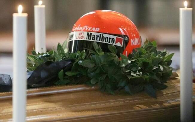 Capacete em homenagem a Niki Lauda