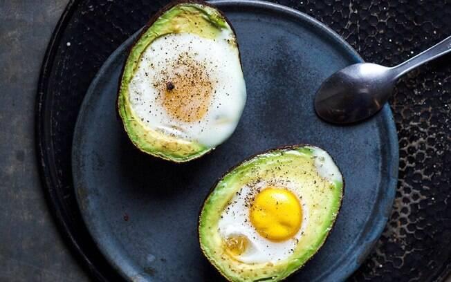 abacate com ovo dentro