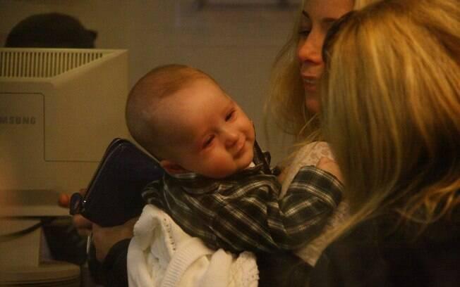 Danielle Winits com o filho Guy, de 4 meses