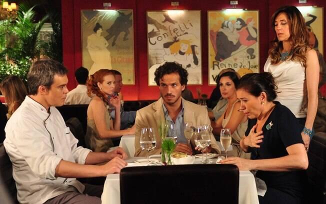 Tereza Cristina deixa René em uma saia justa ao interromper jantar no Le Velmont