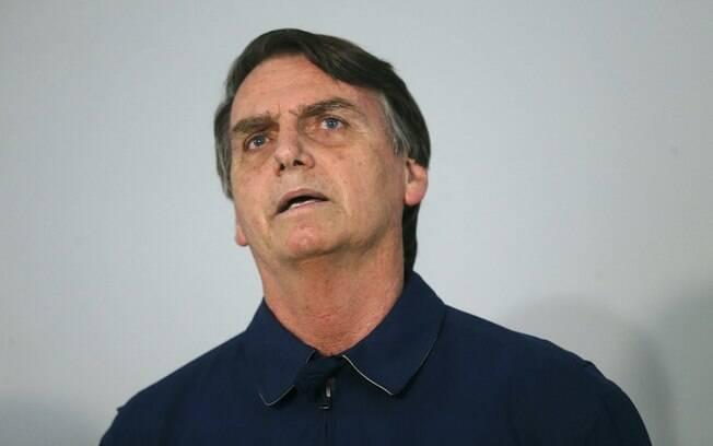 Bolsonaro falou sobre a reforma da Previdência em entrevista na porta do Ministério da Defesa