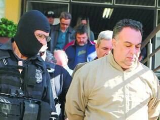 Preso. André Vargas é levado de volta à carceragem após fazer exame de corpo de delito no IML