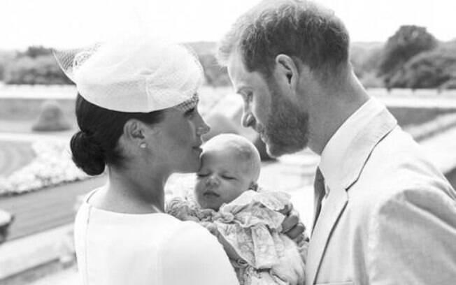 Archie, filho de Harry e Meghan, é batizado em cerimônia privada