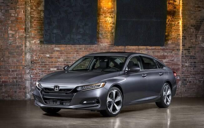 Honda Accord da nova geração muda bastante em relação à versão anterior e adota o estilo de notchback, como no Civic