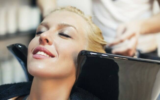 Agora é a hora certa para recuperar os cabelos dos danos causados pelo verão