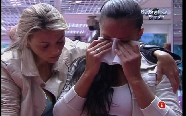 Kelly recebe o apoio de Fabiana