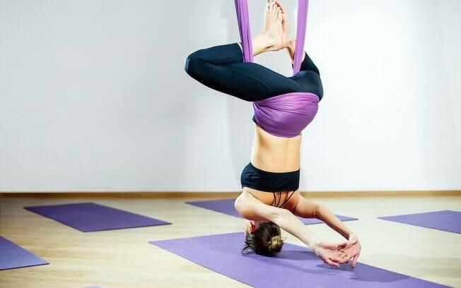 Ioga com tecido, assim como a ioga tradicional, exige muita força, mas, principalmente, concentração e entrega do aluno