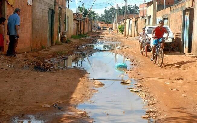 Em todo o Brasil, 42,4% da população da área urbana não têm rede de coleta de esgoto