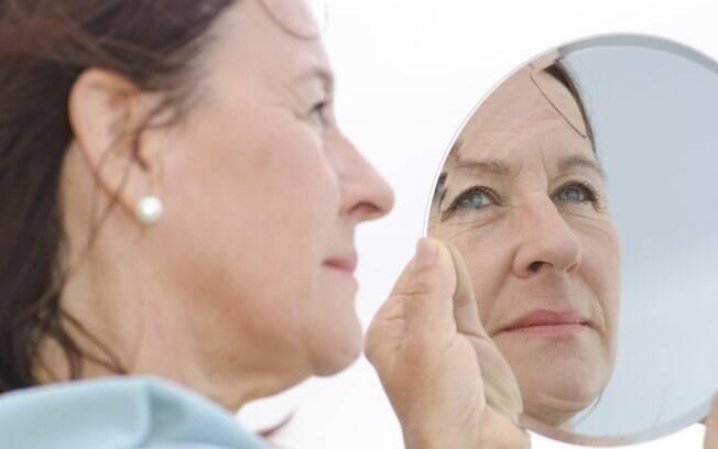 Para saber como desenvolver o autoconhecimento é preciso fazer uma reflexão interna e encarar as próprias dores