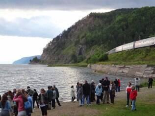 Lago Baikal encanta turistas por sua beleza e extensão