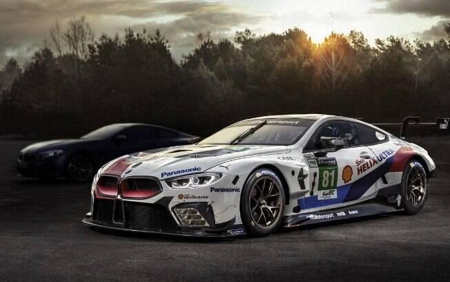 BMW Série 8: O Cupê aparece meio escondido,  ao lado da versão de pista, que estreará em Le Mans em junho