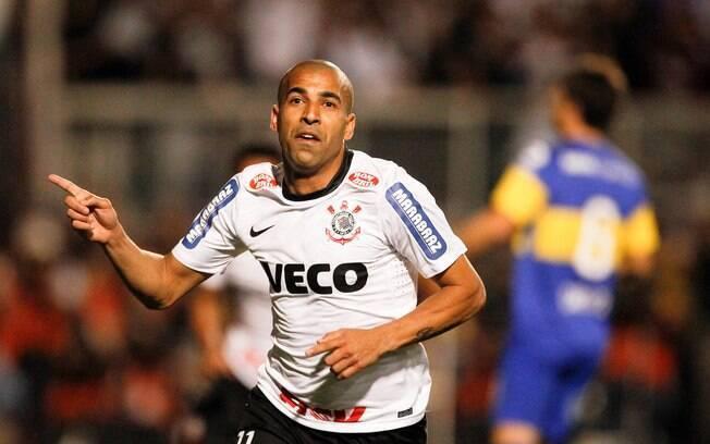 Emerson comemora gol do Corinthians na  decisão da Libertadores 2012