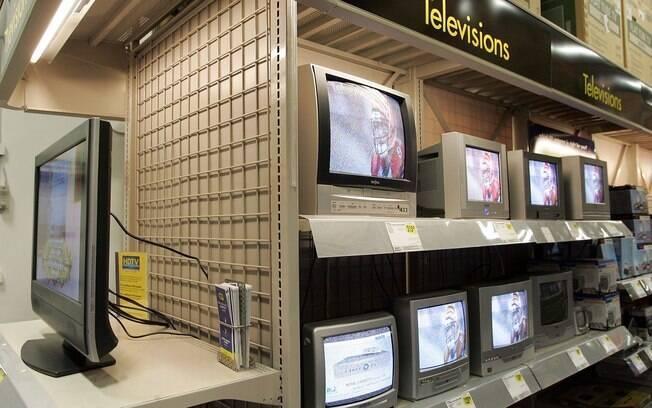 TVs de tela fina devem substituir TVs de tubo nas prateleiras em todo o mundo nos próximos anos
