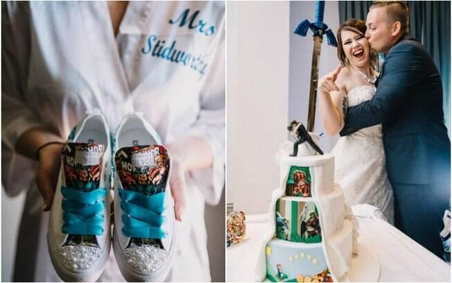 Tênis personalizado que a noiva usou ao invés do salto alto (esq.) e o bolo do casamento, que também foi muito especial (dir.)