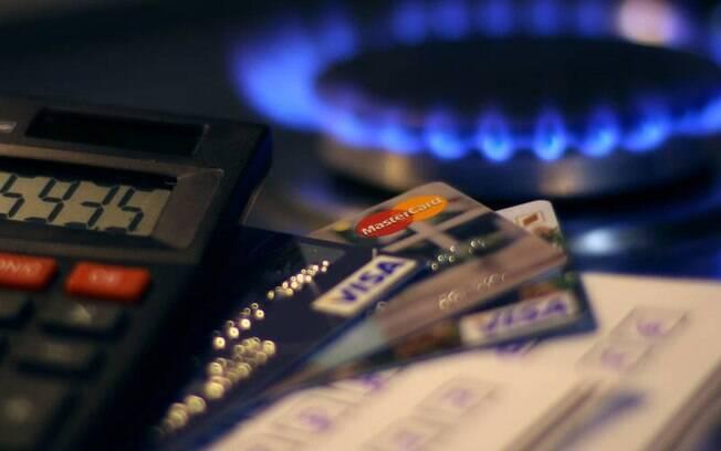 Senado analisa proposta que analisa juros cobrados por bancos e operadoras de cartões de crédito