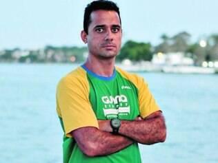 Treinador Marcelo Mayer diz que tênis interfere no desempenho