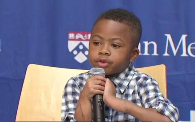 Médicos ficaram surpresos com evolução do menino um ano após transplante e com independência para realizar tarefas
