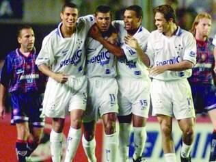 História. Depois de vencer no Mineirão, empate na Argentina, classificou o Cruzeiro à final da Mercosul, vencida pelo Palmeiras