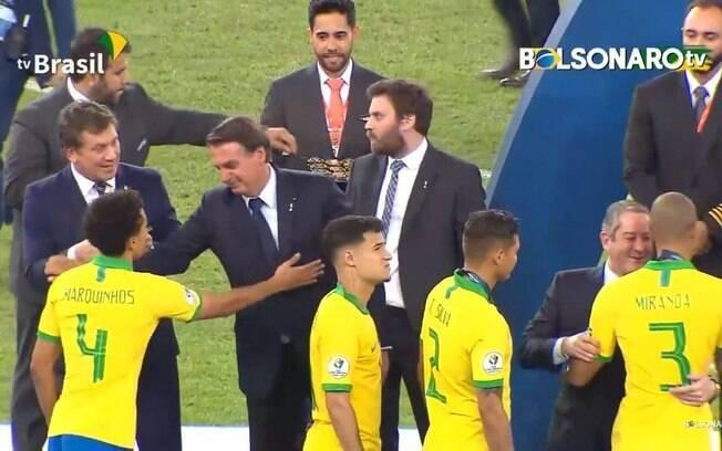 Bolsonaro gosta de futebol e podia trazer exemplos do esporte para o seu governo