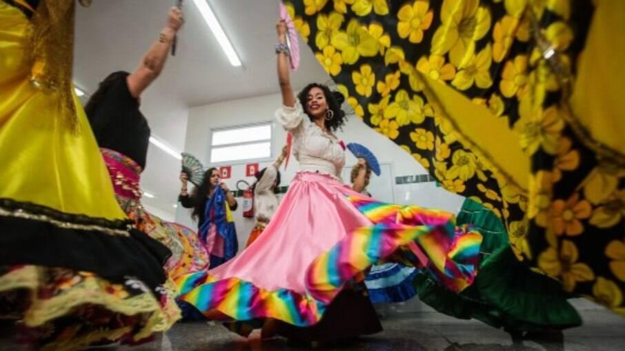 A dança cigana é apenas uma das muitas atividades oferecidas pela Academia de Saúde Maracanã a toda a população