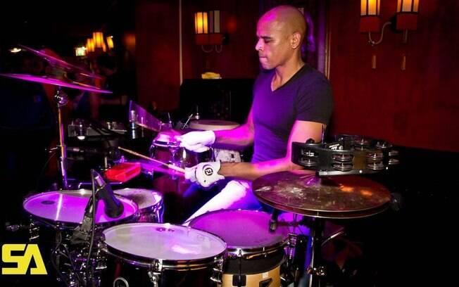 Ex-jogador Glenn Helder hoje é baterista