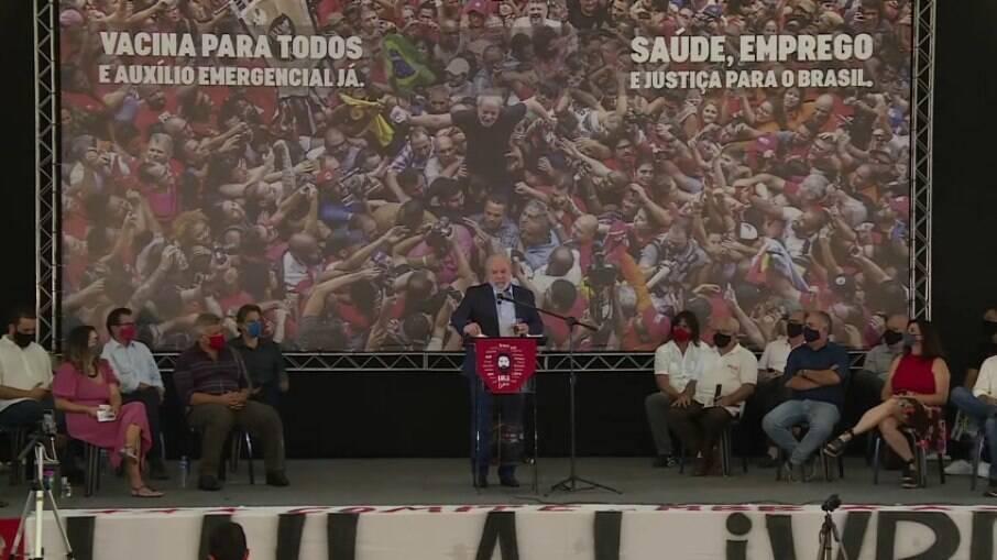 Lula realiza discurso no Sindicato dos Trabalhadores do ABC