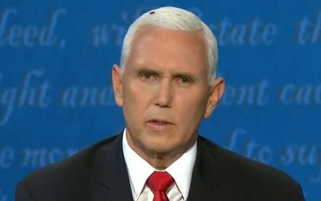 Mosca pousou na cabeça de Mike Pence e roubou a cena durante debate.