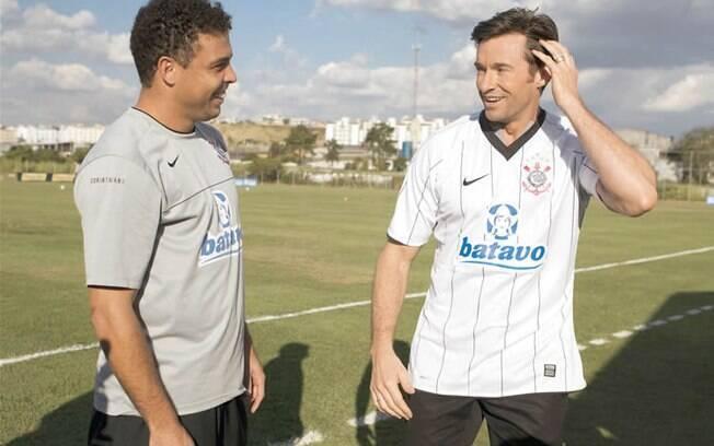 Hugh Jackman ganhou a camisa do Corinthians das mãos de Ronaldo