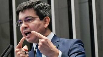 Randolfe propõe corte no salário dos parlamentares