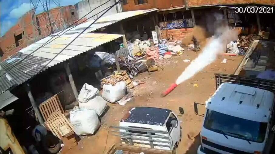 Dono do ferro-velho fica ferido com explosão do cilindro de gás em São Paulo