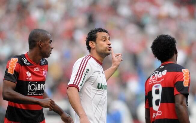 O atacante Fred gesticula em clássico contra  o Flamengo