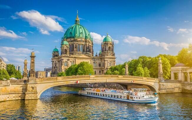 Berlim, na Alemanha, é um destino cosmopolita que possui diversas atrações para serem feitas ao ar livre no verão