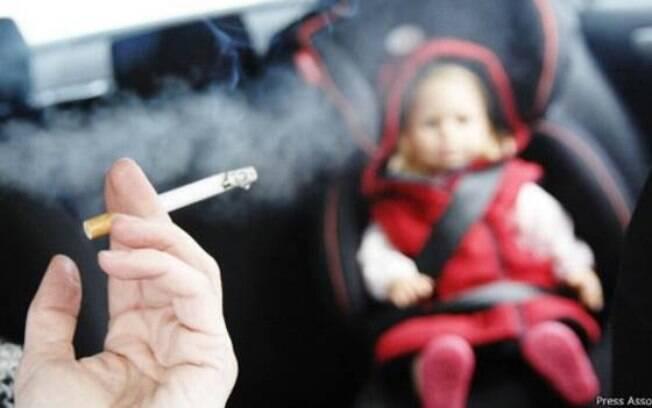 Motoristas não poderão mais fumar em carros que tiverem crianças como passageiros