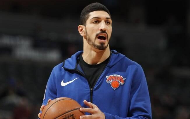 Enes Kanter, jogador turco do Knicks, teve pedido de extradição expedido por governo da Turquia