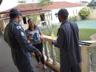 Bombeiros retiram aliança do dedo de mulher em Diamantina