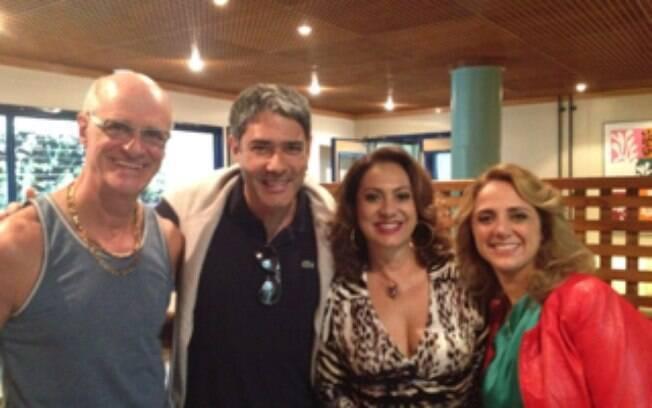 William Bonner visitou o elenco de 'Avenida Brasil', no Projac