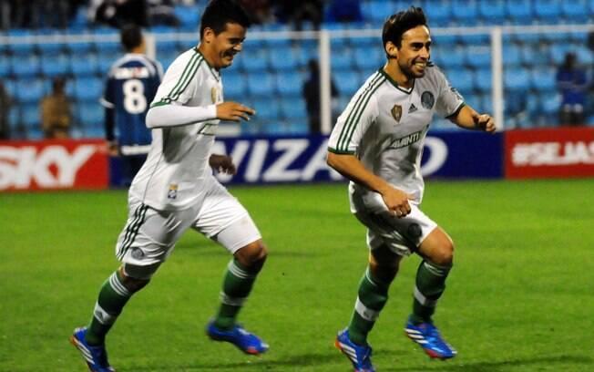 Valdivia comandou a Vitória sobre o Avaí, por  2 a 1, na Ressacada, pela 23ª rodada