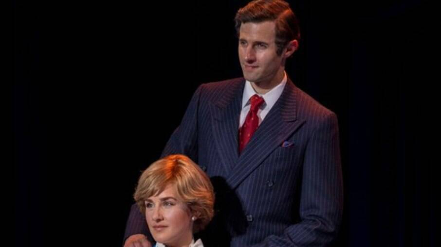 Jeanna de Waal como Diana e Roe Hartrampf como Charles em foto promocional de 'Diana: The Musical'