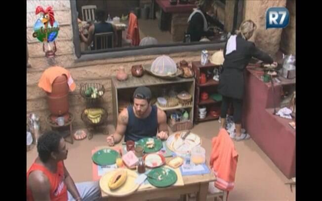 Anna pilota fogão a lenha ao preparar café da manhã para roceiros
