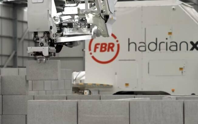 Robô consegue assentar 200 tijolos por hora