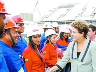 Périplo. Dilma participou ontem da inauguração do Itaquerão, estádio que fará a abertura da Copa